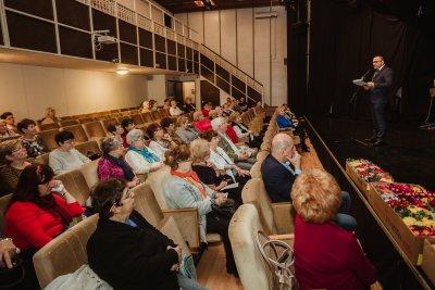 Nőnapi ünnepséget tartott a Lila Akác Nyugdíjas Klub
